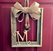 Need a simple craft project? This adorable door décor is a must do!